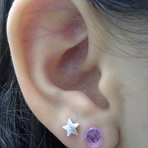 Single flare Violet colored pyrex plugs 6g  (pair)