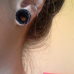 "Black horn Irian Jaya eyelets 7/16""  Ebony (pair)"