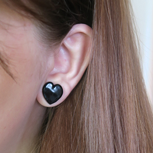 "Heart shaped front glass plugs 7/16""  Black (pair) -- Photo # 69748"
