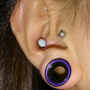 Titanium Faux-opal plug 10g  White opal